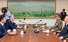 Hàn Quốc tố Triều Tiên bên trong đàm phán, bên ngoài dàn quân