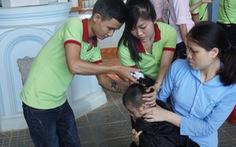 Tiệm cắt tóc lưu động ở trung tâm trẻ khuyết tật