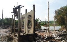 Bà hỏa thiêu rụi 5 căn nhà tại Trà Vinh
