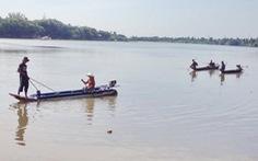 Chích cá trên sông Sài Gòn