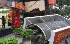 Đài Loan tơi bời trong siêu bão, 2 người chết, 300 bị thương