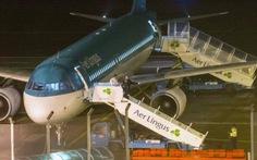 Hành khách cắn người đã chết trên máy bay do nuốt ma túy