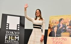 Hilary Swank cười, khán giả khóc tại LHP Tokyo