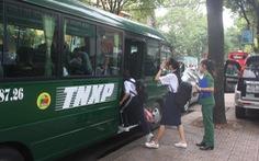 Thanh niên xung phong đưa rước học sinh đi học
