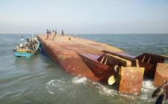 Trục vớt tàu Hoàng Phúc 18vào sáng 3-11