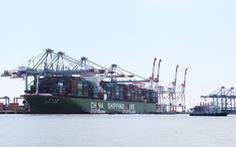 """""""Siêu tàu container"""" cập cảng Cái Mép thành công"""