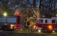 Máy bay đâm vào tòa nhà bốc cháy dữ dội, không ai sống sót