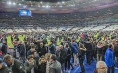 Xem clip CĐV Pháp hát Quốc ca sau thảm kịch tại Stade de France