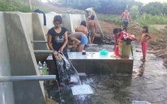 Dẫn nước sạch về buôn làng