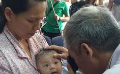 Bé trai bị đâm thấu sọ vẫn sốt cao vì viêm màng não mủ