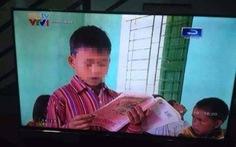 """""""Học sinh đọc xuôi nhưng bìa sách dán ngược""""!"""
