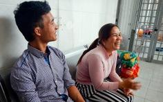 Mẹ Hào Anh lên bệnh viện tâm thần đón con về