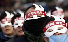 Dân Hàn Quốcđeo mặt nạ xuống đường đòi Tổng thống từ chức