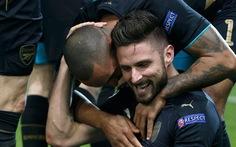 Giroud lập hat-trick đưa Arsenal vào vòng 16 đội Champions League