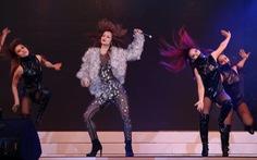 Clip ca sĩ Đông Nhi trình diễn ca khúcBoom boom