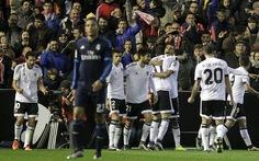 Valencia cầm chân 10 người Real Madrid
