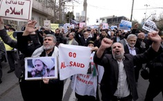 """Saudi Arabia """"bóp"""" Iran bằng giá dầu"""