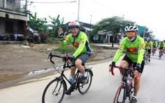 Đại sứ Hoa Kỳ tại VN Ted Osius đã đạp xe tới Huế