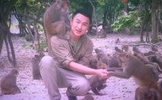 Mùng 1 xem BTV Việt Phong đón Tết với…khỉ