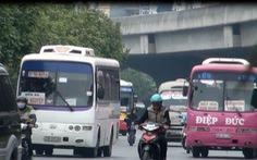 Xe khách rùa bò vây quanh Hà Nội