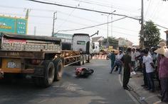 Dân vây đánh tài xế container nghi vượt đèn đỏ cán chết người
