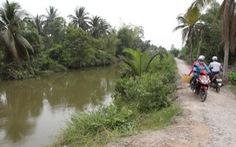 Đắp đập ngăn mặn vùng giáp ranh Long An, Tiền Giang