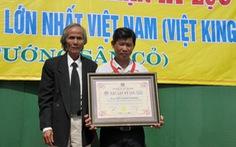 """""""Hai lúa"""" chế bộ cờ tướng lớn nhất Việt Nam"""