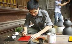 Nghịch lý tranh Việt dùng sơn Nhật: bụt chùa nhà không thiêng?