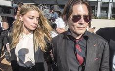 Johnny Depp đưa vợ đi xin lỗi ở tòa án Úc
