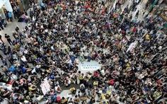 Dân Hong Kong biểu tình phản đối đặc khu trưởng lạm quyền
