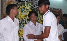 Cầu thủ Long An dành 1 phút mặc niệm cho Phước Thọ