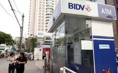 Bắt hai người Trung Quốc trộm 60 triệu đồng từ cây ATM