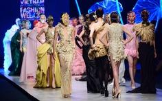 Những chiếc váy kiêu sa, nữ tính đến từ Singapore