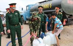 Chở nước vượt 18km ra đảo Tiên Hải cho du khách