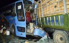 Xe khách tông trực diện xe tải, tài xế chết tại chỗ