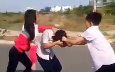 Xác minh clip nữ sinh bị nắm tóc, đấm đá vào mặt