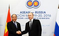 Thủ tướng Nguyễn Xuân Phúc gặp tổng thống Putin