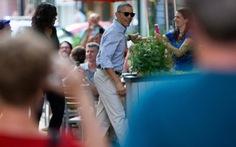 """Vừa về nước, ông Obama """"hẹn hò"""" vợ ở nhà hàng Mexico"""