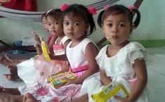 Chùm ảnh các bé gái sinh tư Việt Nam Hạnh Phúc
