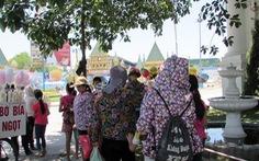 Hà Nội gần 40 độ C, người dân chật vật trốn nóng