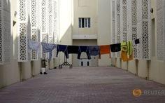 """Gần 60% dân Qatar sống trong các """"trại lao động"""""""
