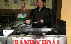 Ăn bánh khoái Thượng Tứ xứ Huế