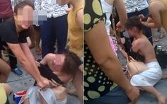 Tạm giữ 2 phụ nữ đánh người dã man giữa phố vì ghen