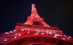 Xem clip tháp Eiffel chiếu sáng kỳ ảo mùa Euro 2016