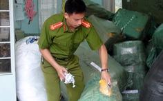 Hàng chục tấn hàng không chứng từ về ga Biên Hòa