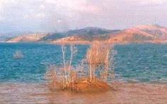 Lật xuồng, 3 nạn nhân mất tích trên hồ Đại Ninh