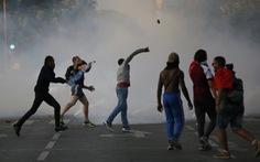 40 người bị bắt giữ vì vụ bạo loạn ở tháp Eiffel