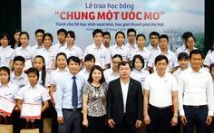 """Trao 50 học bổng """"Chung một ước mơ"""" tại Hà Nội"""