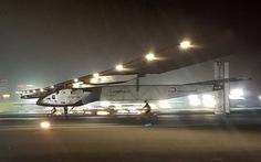 Máy bay năng lượng mặt trời hoàn thành bay quanh thế giới