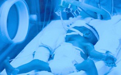 Con trai người mẹ ung thư không còn thở máy